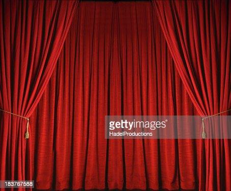 レッドステージカーテンからシアター