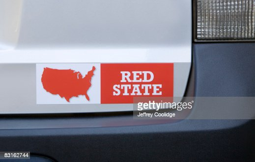 Red state bumper sticker on car : Bildbanksbilder