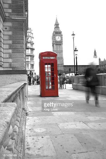 Un téléphone rouge boîte