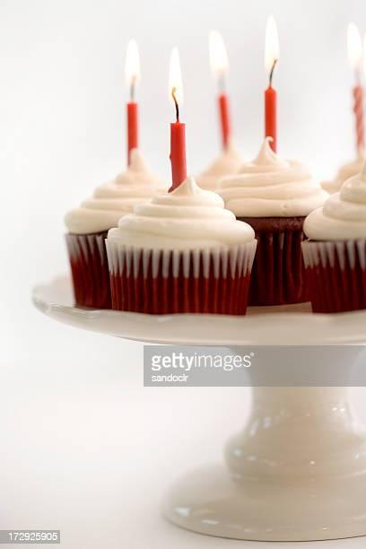 Cupcakes de aniversário veludo vermelho