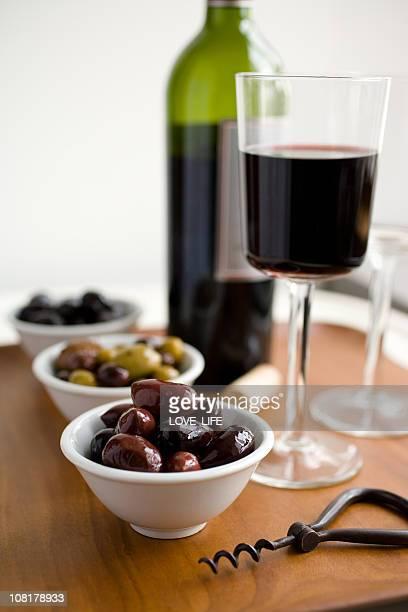 Vin rouge et olives