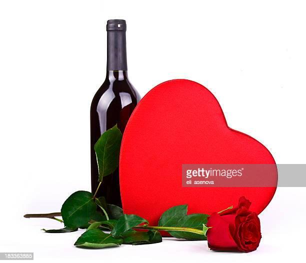 Vinho Tinto, rosas e corações de chocolate
