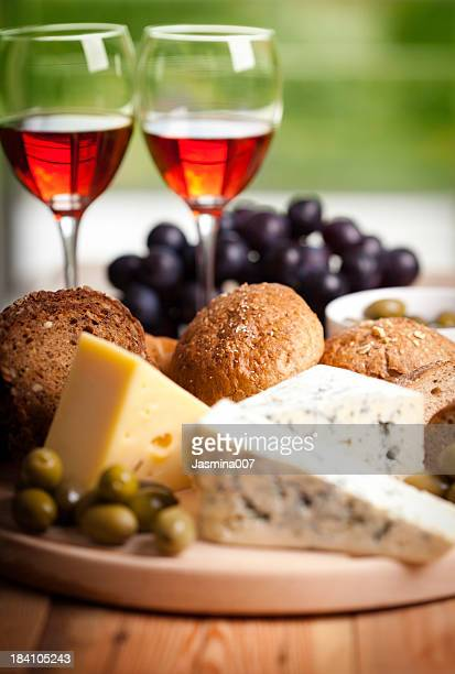 Red wine whit cheese and olives