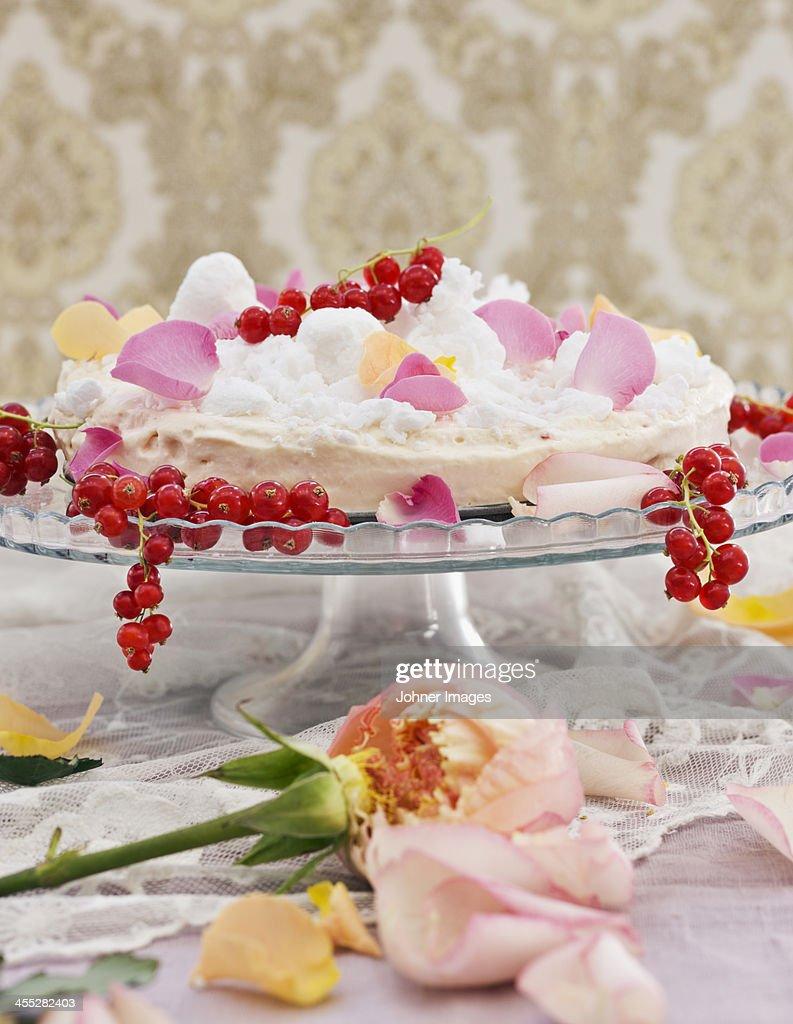 Redcurrants and meringue : Stock Photo