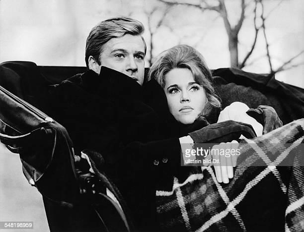 Redford Robert * Schauspieler Regisseur Produzent USA Szene mit Jane Fonda in dem Film 'Barfuss im Park' Regie Gene Saks 1967