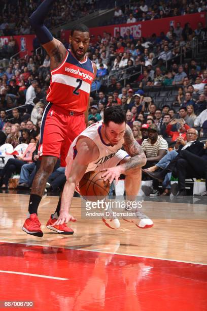 J Redick of the Los Angeles Clippers drives to the basket during the game against the Washington Wizards on March 29 2017 at STAPLES Center in Los...
