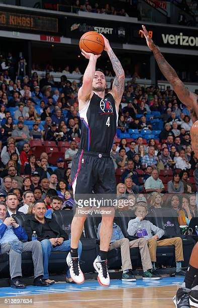 J Redick of the Los Angeles Clippers shoots a three pointer against the Sacramento Kings on February 26 2016 at Sleep Train Arena in Sacramento...