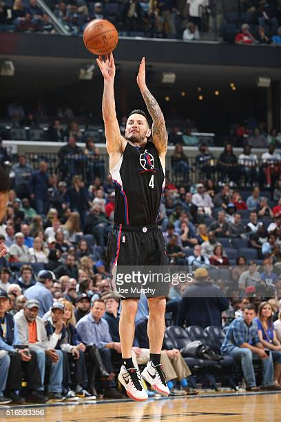 J Redick of the Los Angeles Clippers shoots against the Memphis Grizzlies during the game on March 19 2016 at FedEx Forum in Memphis Tennessee NOTE...