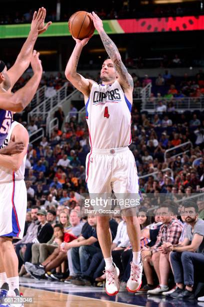 J Redick of the Los Angeles Clippers shoots the ball during the game against the Phoenix Suns on March 30 2017 at US Airways Center in Phoenix...