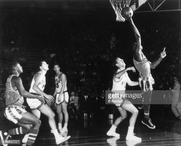 Reece 'Goose' Tatum of the Harlem Globetrotters goes up for a layup during an exhibition game against the Philadelphia Sphas circa 1950's in...