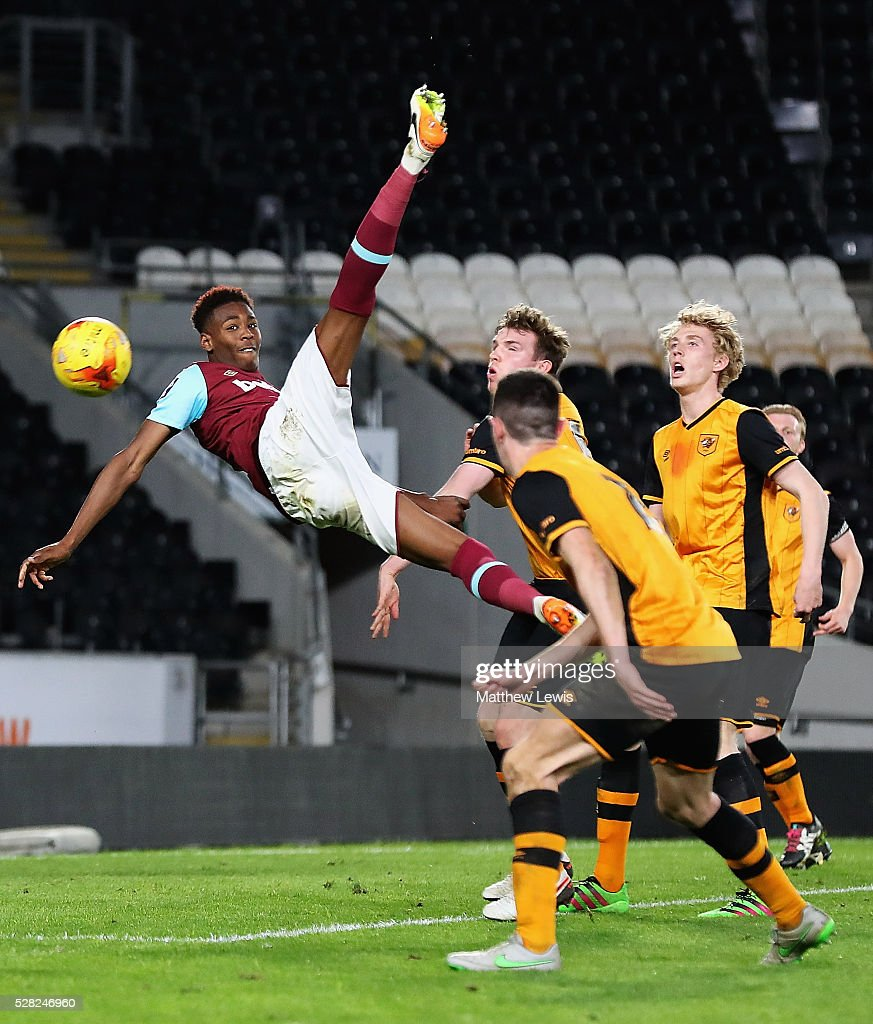 <a gi-track='captionPersonalityLinkClicked' href=/galleries/search?phrase=Reece+Oxford&family=editorial&specificpeople=13747395 ng-click='$event.stopPropagation()'>Reece Oxford</a> of West Ham tries an overhead kick during the Second Leg of the Premier League U21 Cup Final at the KC Stadium on May 04, 2016 in Hull, England.