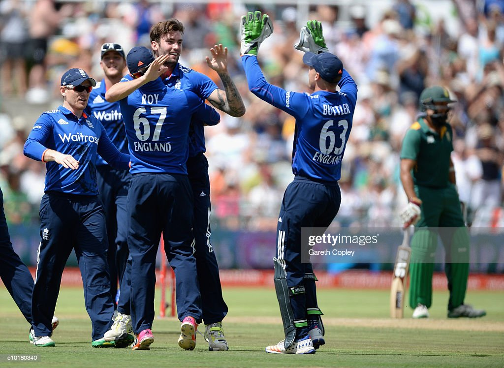 Reece Topley of England celebrates with teammates after dismissing Rilee Rossouw of South Africa during the 5th Momentum ODI match between South Africa and England at Newlands Stadium on February 14, 2016 in Cape Town, South Africa.
