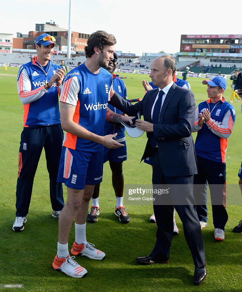 <a gi-track='captionPersonalityLinkClicked' href=/galleries/search?phrase=Reece+Topley&family=editorial&specificpeople=7622693 ng-click='$event.stopPropagation()'>Reece Topley</a> of England is presented with his ODI cap by former captain <a gi-track='captionPersonalityLinkClicked' href=/galleries/search?phrase=Nasser+Hussain&family=editorial&specificpeople=171724 ng-click='$event.stopPropagation()'>Nasser Hussain</a> ahead of the 5th Royal London One-Day International match between England and Australia at Old Trafford on September 13, 2015 in Manchester, United Kingdom.