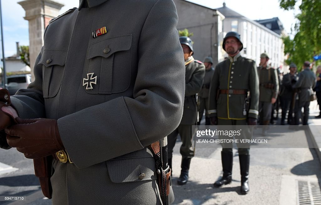 Reenactors dressed as German soldiers are pictured before the remembrance of the centenary of the battle of Verdun, on May 27, 2016 in Verdun, eastern France. / AFP / JEAN