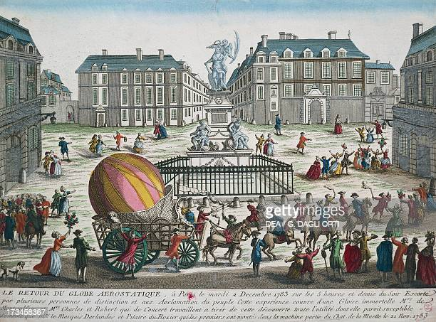 Reentry in Paris of the hydrogen balloon used by Nicolas Robert and Jacques Charles to fly from the Tuileries to the outskirts of the capital...