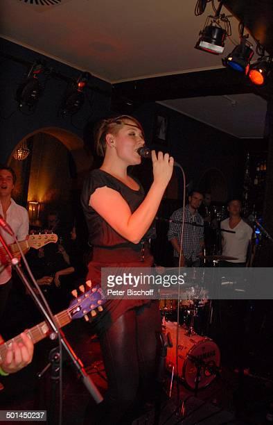 ReeperbahnBand 'Cosmopauli' mit Sängerin Sarajane 'SchmidtTheater' Hamburg Deutschland Europa Auftritt Bühne Mikro singen Promi BB DIG PNr 772/2013
