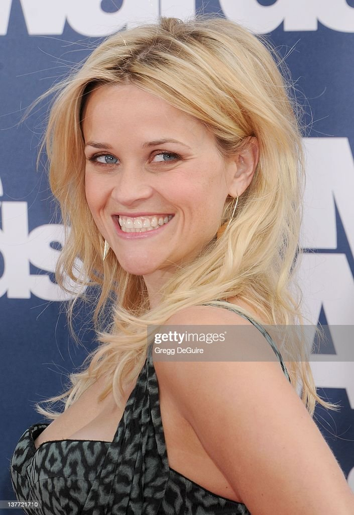 Reese Witherspoon arrives at the 2011 MTV Movie Awards at the Gibson Amphitheatre on June 5, 2011 in Universal City, California.