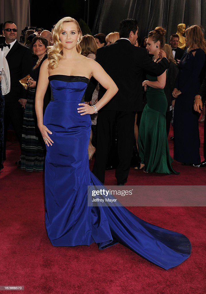Reese Witherspoon arrives at the 85th Annual Academy Awards at Dolby Theatre on February 24, 2013 in Hollywood, California.