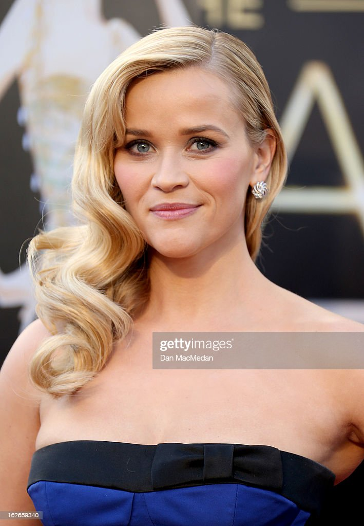 Reese Witherspoon arrives at the 85th Annual Academy Awards at Hollywood Highland Center on February 24 2013 in Hollywood California