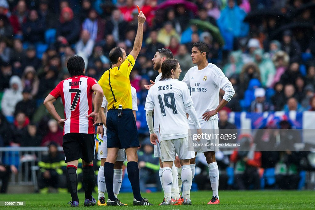 Referee Alfonso Javier Alvarez Izquierdo (2ndL) shows the red card to <a gi-track='captionPersonalityLinkClicked' href=/galleries/search?phrase=Raphael+Varane&family=editorial&specificpeople=7365948 ng-click='$event.stopPropagation()'>Raphael Varane</a> (R) during the La Liga match between Real Madrid CF and Athletic Club at Estadio Santiago Bernabeu on February 13, 2016 in Madrid, Spain.