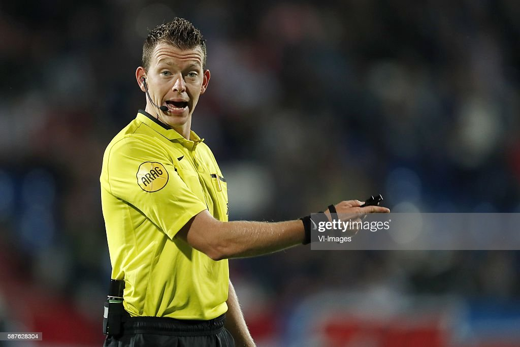 referee Allard Lindhout during the Dutch Eredivisie match between Willem II and Vitesse on august 6 2016 at the Koning Willem II stadium in Tilburg...