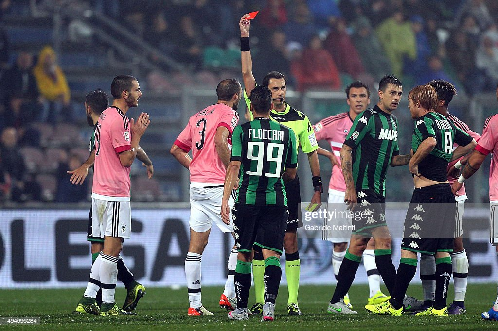 Referee Andrea Gervasono shows the red card to <a gi-track='captionPersonalityLinkClicked' href=/galleries/search?phrase=Giorgio+Chiellini&family=editorial&specificpeople=605793 ng-click='$event.stopPropagation()'>Giorgio Chiellini</a> #3 of Juventus FC during the Serie A match between US Sassuolo Calcio and Juventus FC at Mapei Stadium - Città del Tricolore on October 28, 2015 in Reggio nell'Emilia, Italy.