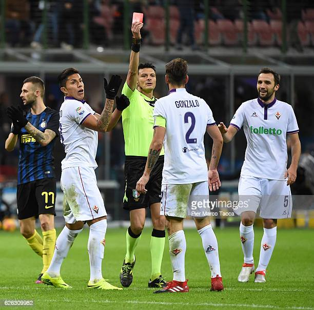 Referee Antonio Damato displayed the red card to Gonzalo Rodriguez of ACF Fiorentina during the Serie A match between FC Internazionale and ACF...