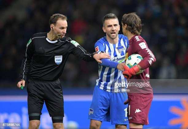 referee Bastian Dankert Vedad Ibisevic of Hertha BSC and Yann Sommer of Borussia Moenchengladbach during the game between Hertha BSC and Borussia...