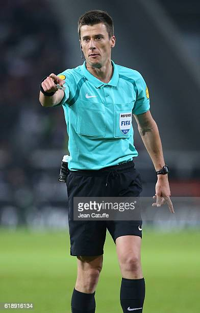 Referee Benoit Bastien gestures during the French Ligue 1 match between Lille OSC and Paris Saint Germain at Stade PierreMauroy on October 28 2016 in...
