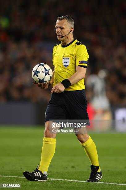 Referee Bjoern Kuipers looks on during the UEFA Champions League Quarter Final second leg match between FC Barcelona and Juventus at Camp Nou on...