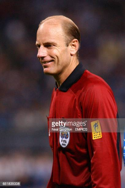 Referee Brian Hall