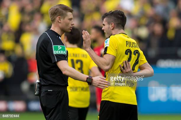 Referee Christian Dingert speak with Christian Pulisic of Dortmund during the Bundesliga match between Borussia Dortmund and Bayer 04 Leverkusen at...
