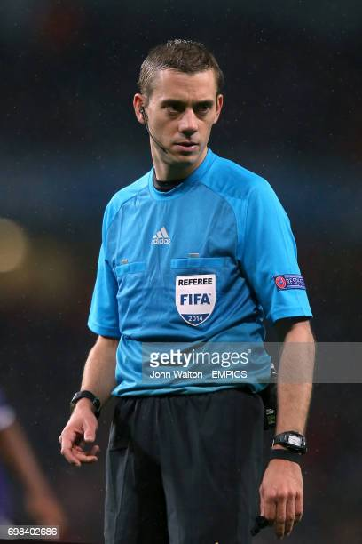 Referee Clement Turpin