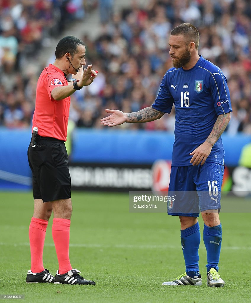 Referee Cuneyt Cakir (L) talks to <a gi-track='captionPersonalityLinkClicked' href=/galleries/search?phrase=Daniele+De+Rossi&family=editorial&specificpeople=233652 ng-click='$event.stopPropagation()'>Daniele De Rossi</a> (R) of Italy during the UEFA EURO 2016 round of 16 match between Italy and Spain at Stade de France on June 27, 2016 in Paris, France.