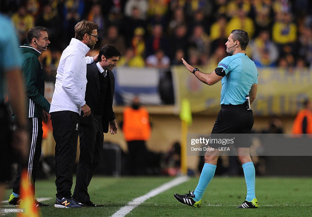 Referee Damir Skomina has a word with manager Jurgen Klopp of Liverpool and manager Marcelino Garcia of Villarreal CF during the Europa League Semi Final first leg match between Villarreal CF and Liverpool at El Madrigal stadium on April 28, 2016 in Villarreal, Spain.
