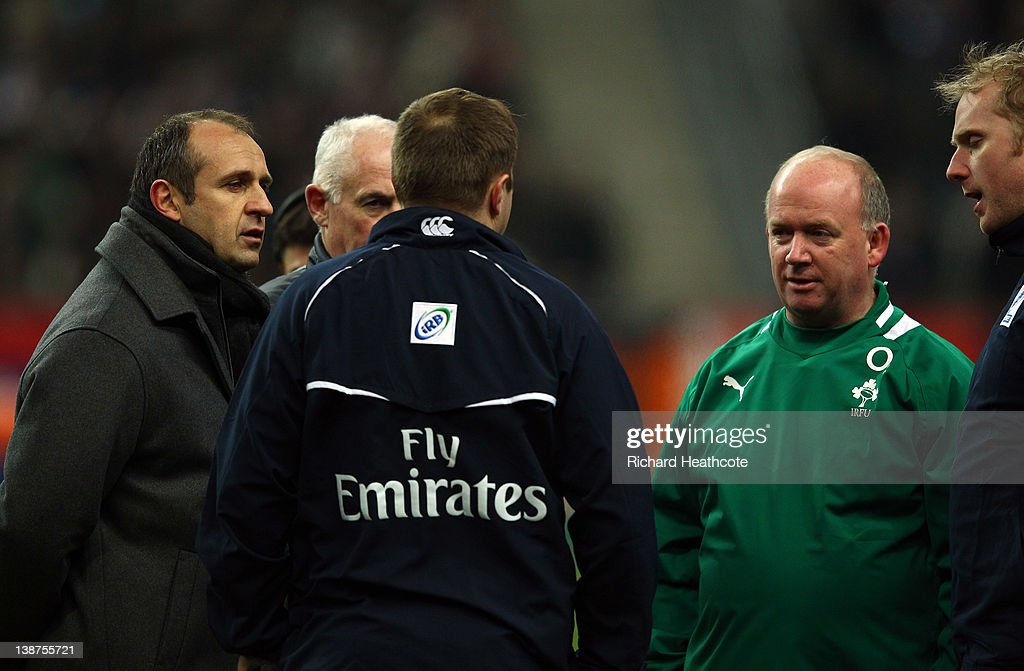 Referee Dave Pearson speaks to France Coach Philippe Saint-Andre and Ireland coach Declan Kidney as the match is called off just before kick off due to a frozen pitch during the RBS 6 Nations match between France and Ireland at Stade de France on February 11, 2012 in Paris, France.