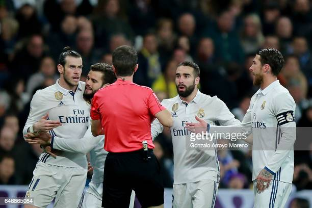 Referee David Fernandez Borbalan argues with Real Madrid players Gareth Bale Nacho fernandez Daniel Carvajal and Sergio Ramos after having shown the...