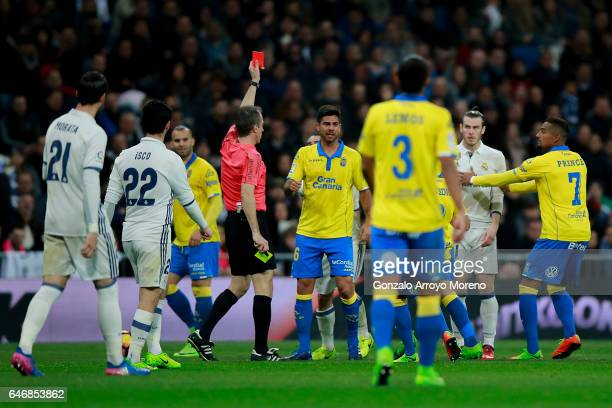 Referee David Fernandez Borbalan shows the red card to Gareth Bale of Real Madrid CF during the La Liga match between Real Madrid CF and UD Las...