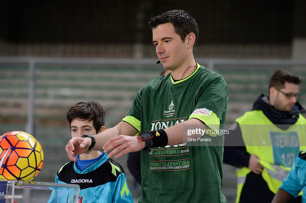 Referee Davide Ghersini looks on during the Serie A match between AC Chievo Verona and US Sassuolo Calcio at Stadio Marc'Antonio Bentegodi on February 13, 2016 in Verona, Italy.