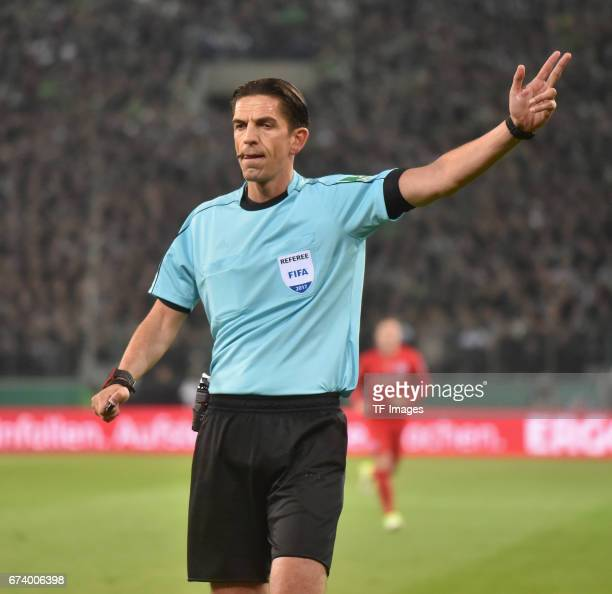 Referee Deniz Aytekin gestures during the DFB Cup semi final match between Borussia Moenchengladbach and Eintracht Frankfurt at BorussiaPark on April...
