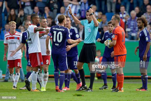 Referee Deniz Aytekin in action during the DFB Cup match between VfL Osnabrueck and Hamburger SV at Osnatel Arena on August 13 2017 in Osnabrueck...