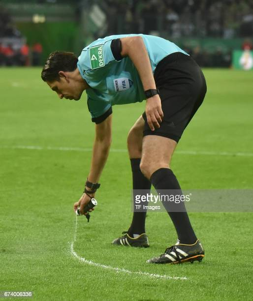 Referee Deniz Aytekin looks on during the DFB Cup semi final match between Borussia Moenchengladbach and Eintracht Frankfurt at BorussiaPark on April...