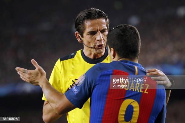referee Deniz Aytekin Luis Suarez of FC Barcelonaduring the UEFA Champions League round of 16 match between FC Barcelona and Paris Saint Germain on...