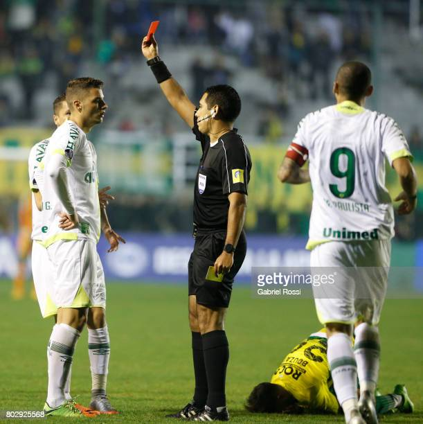 Referee Diego Haro shows a red card to Andrei Girotto of Chapecoense during a first leg match between Defensa y Justicia and Chapecoense as part of...