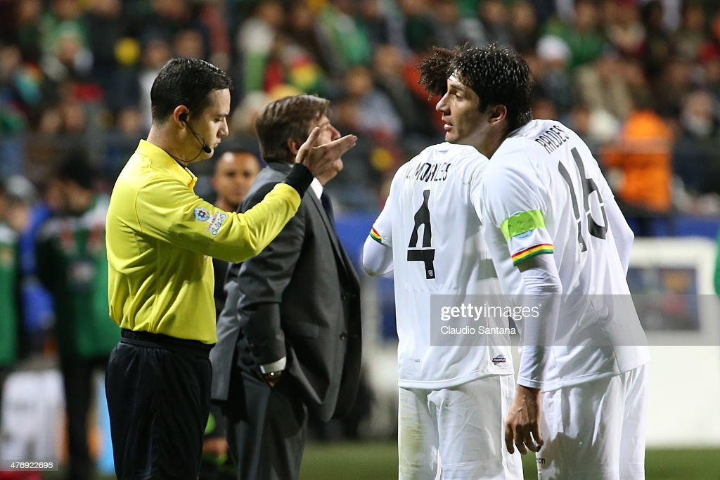 Referee Enrique Caceres gives direction to <a gi-track='captionPersonalityLinkClicked' href=/galleries/search?phrase=Ronald+Raldes&family=editorial&specificpeople=771201 ng-click='$event.stopPropagation()'>Ronald Raldes</a> of Bolivia during the 2015 Copa America Chile Group A match between Mexico and Bolivia at Sausalito Stadium on June 12, 2015 in Viña del Mar, Chile.