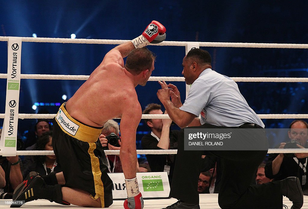 US Referee Ernest Sharif (R) looks at Italian-born Francesco Pianeta during his IBO, IBF, WBO, WBA title fight against Ukrainian Heavyweight Champion Wladimir Klitschko in Mannheim, Germany on May 4, 2013.