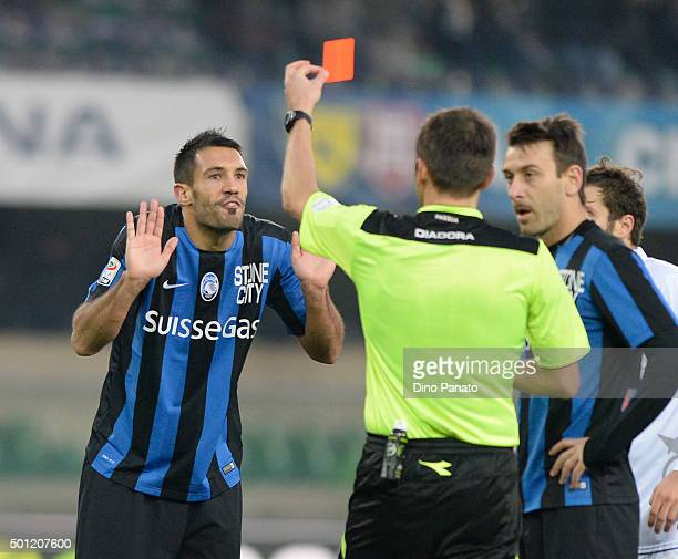 Referee Fabrizio Pasqua shows red card toNicolo' Cherubini of Atalanta FC the Serie A match betweeen AC Chievo Verona and Atalanta BC at Stadio...