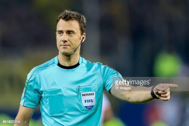 Referee Felix Zwayer gestures during the Bundesliga match between Hamburger SV and Borussia Dortmund at Volksparkstadion on September 20 2017 in...