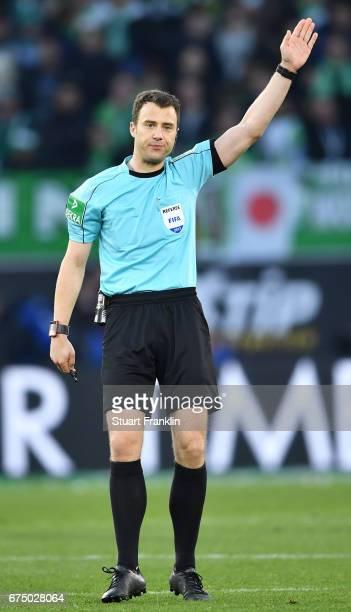 Referee Felix Zwayer gestures during the Bundesliga match between VfL Wolfsburg and Bayern Muenchen at Volkswagen Arena on April 29 2017 in Wolfsburg...