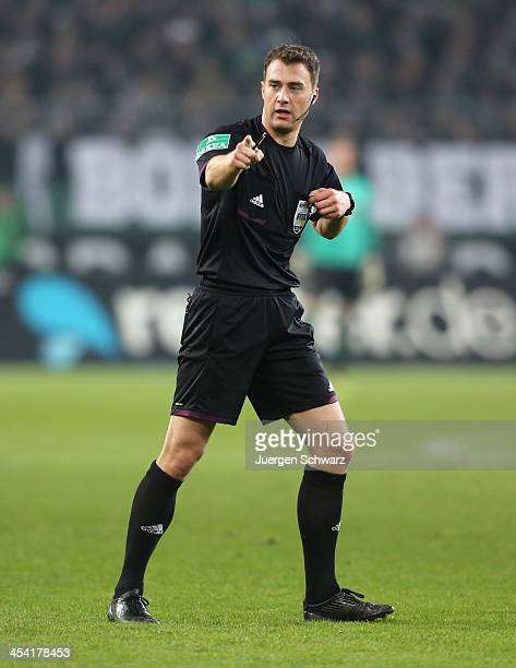 Referee Felix Zwayer gives instructions during the Bundesliga match between Borussia Moenchengladbach and FC Schalke 04 at BorussiaPark on December 7...
